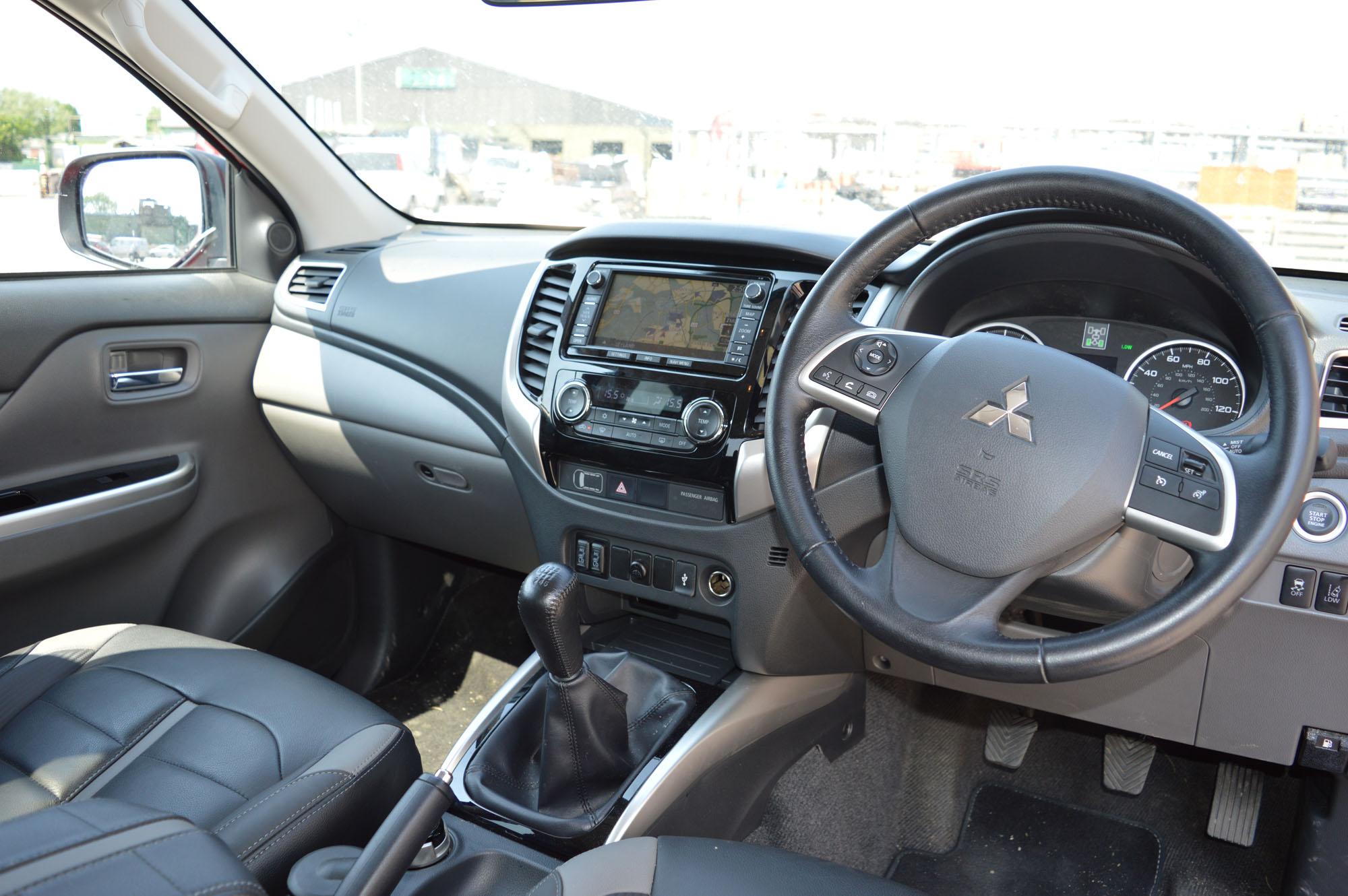 Mitsubishi L200 specs - Pro Pickup & 4x4