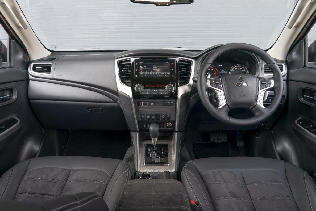 Mitsubishi L200 interior