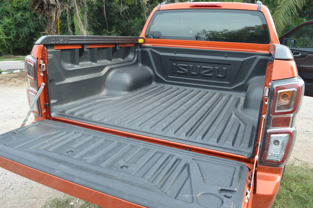 Isuzu D-Max 2020 load area