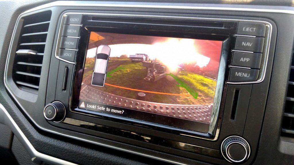 Volkswagen Amarok rear view camera aids towing