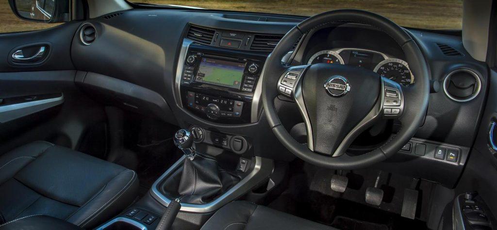 Nissan NP300 Navara interior
